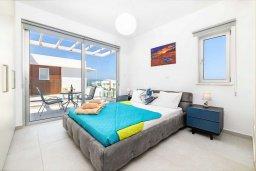 Спальня 2. Кипр, Каво Марис Протарас : Потрясающая современная вилла с террасой на крыше с видом на Средиземное море, с 3-мя спальнями, с бассейном, тенистой верандой с патио и барбекю, расположена в популярном районе Green Bay