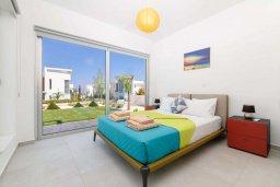 Спальня. Кипр, Каво Марис Протарас : Потрясающая современная вилла с террасой на крыше с видом на Средиземное море, с 3-мя спальнями, с бассейном, тенистой верандой с патио и барбекю, расположена в популярном районе Green Bay
