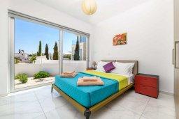 Спальня. Кипр, Каво Марис Протарас : Шикарная современная вилла с террасой на крыше с видом на Средиземное море, с 3-мя спальнями, с бассейном, тенистой верандой с патио и барбекю, расположена в популярном районе Green Bay