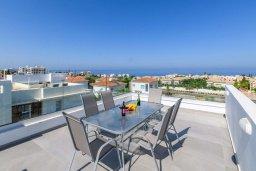 Вид на море. Кипр, Каво Марис Протарас : Шикарная современная вилла с террасой на крыше с видом на Средиземное море, с 3-мя спальнями, с бассейном, тенистой верандой с патио и барбекю, расположена в популярном районе Green Bay