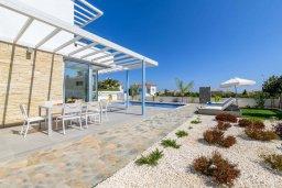 Территория. Кипр, Каво Марис Протарас : Шикарная современная вилла с террасой на крыше с видом на Средиземное море, с 3-мя спальнями, с бассейном, тенистой верандой с патио и барбекю, расположена в популярном районе Green Bay