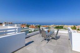 Терраса. Кипр, Каво Марис Протарас : Шикарная современная вилла с террасой на крыше с видом на Средиземное море, с 3-мя спальнями, с бассейном, тенистой верандой с патио и барбекю, расположена в популярном районе Green Bay
