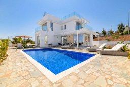 Вид на виллу/дом снаружи. Кипр, Каво Марис Протарас : Великолепная современная вилла с видом на Средиземное море, с 3-мя спальнями, с бассейном, тенистой террасой с патио и барбекю, расположена в популярном районе Green Bay