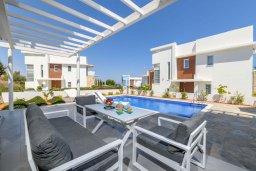 Терраса. Кипр, Каво Марис Протарас : Великолепная современная вилла с видом на Средиземное море, с 3-мя спальнями, с бассейном, тенистой террасой с патио и барбекю, расположена в популярном районе Green Bay