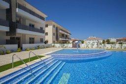 Вид на виллу/дом снаружи. Кипр, Каппарис : Очаровательный апартамент с 2-мя спальнями, расположен в комплексе с бассейном, теннисным кортом и спортивной площадкой