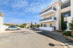 Территория. Кипр, Каппарис : Очаровательный апартамент с 2-мя спальнями, расположен в комплексе с бассейном, теннисным кортом и спортивной площадкой