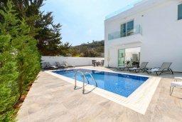 Вид на виллу/дом снаружи. Кипр, Каво Марис Протарас : Современная вилла с террасой на крыше с видом на Средиземное море, с 4-мя спальнями, с бассейном, патио и барбекю, расположена недалеко от пляжей  Konnos Bay и Fig Tree Bay