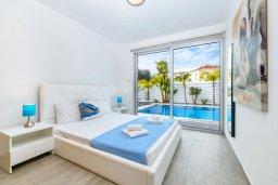 Спальня. Кипр, Пернера : Потрясающая вилла с 3-мя спальнями, с бассейном, тенистой террасой с патио и каменным барбекю, расположена около пляжа Pernera Beach