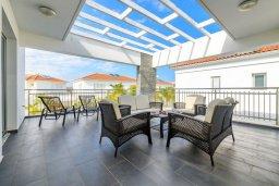Балкон. Кипр, Пернера : Потрясающая вилла с 3-мя спальнями, с бассейном, тенистой террасой с патио и каменным барбекю, расположена около пляжа Pernera Beach