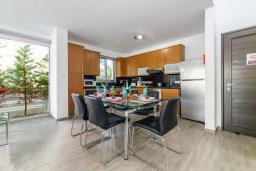 Кухня. Кипр, Пернера : Потрясающая вилла с 3-мя спальнями, с бассейном, тенистой террасой с патио и каменным барбекю, расположена около пляжа Pernera Beach