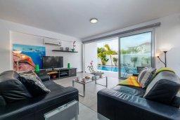Гостиная. Кипр, Пернера : Потрясающая вилла с 3-мя спальнями, с бассейном, тенистой террасой с патио и каменным барбекю, расположена около пляжа Pernera Beach