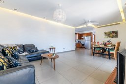 Гостиная. Кипр, Нисси Бич : Великолепная вилла в окружении зелёного сада, с 3-мя спальнями, с бассейном, тенистой террасой с патио и барбекю, расположена около пляжей Callisto beach и Pernera beach