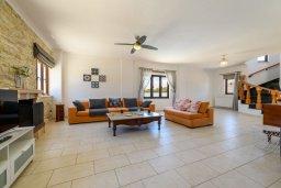 Спальня. Кипр, Центр Айя Напы : Чудесная вилла с видом на Средиземное море, с 4-мя спальнями, с бассейном, солнечной террасой с патио и барбекю, расположена на холмах Ayia Napa