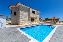Вид на виллу/дом снаружи. Кипр, Центр Айя Напы : Чудесная вилла с видом на Средиземное море, с 4-мя спальнями, с бассейном, солнечной террасой с патио и барбекю, расположена на холмах Ayia Napa