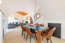 Обеденная зона. Кипр, Ионион - Айя Текла : Прекрасная вилла с видом на Средиземное море, с 3-мя спальнями, с бассейном, тенистой террасой с патио, lounge-зоной и барбекю, расположена около красивой гавани Potamos