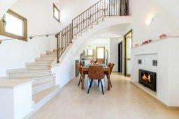 Лестница наверх. Кипр, Ионион - Айя Текла : Прекрасная вилла с видом на Средиземное море, с 3-мя спальнями, с бассейном, тенистой террасой с патио, lounge-зоной и барбекю, расположена около красивой гавани Potamos