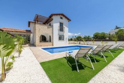 Вид на виллу/дом снаружи. Кипр, Ионион - Айя Текла : Прекрасная вилла с видом на Средиземное море, с 3-мя спальнями, с бассейном, тенистой террасой с патио, lounge-зоной и барбекю, расположена около красивой гавани Potamos