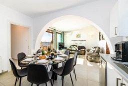 Кипр, Ионион - Айя Текла : Шикарная вилла с 4-мя спальнями, просторным меблированным балконом с потрясающим видом на окрестности, с бассейном, тенистой террасой с патио, каменным барбекю, расположена около красивой гавани Potamos