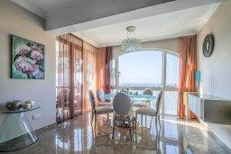 Кипр, Гермасойя Лимассол : Потрясающий апартамент с видом на Средиземное море, с 3-мя спальнями, расположен в комплексе с общим бассейном и зелёным садом