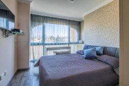 Спальня 2. Кипр, Гермасойя Лимассол : Потрясающий апартамент с видом на Средиземное море, с 3-мя спальнями, расположен в комплексе с общим бассейном и зелёным садом