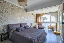 Спальня. Кипр, Гермасойя Лимассол : Потрясающий апартамент с видом на Средиземное море, с 3-мя спальнями, расположен в комплексе с общим бассейном и зелёным садом