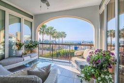 Вид на море. Кипр, Гермасойя Лимассол : Потрясающий апартамент с видом на Средиземное море, с 3-мя спальнями, расположен в комплексе с общим бассейном и зелёным садом