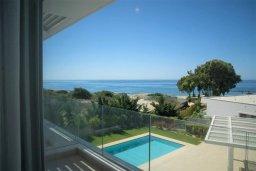 Вид на море. Кипр, Пиргос : Роскошная вилла с панорамным видом на Средиземное море, с 4-мя спальнями, с бассейном, солнечной террасой, в окружении зелёного сада, расположена в районе Pyrgos всего в 30 метрах от пляжа