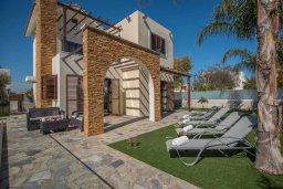 Территория. Кипр, Ионион - Айя Текла : Очаровательная вилла с 3-мя спальнями, с бассейном, тенистой террасой с патио и барбекю, в окружении зелёного сада, расположена в 100 метрах от пляжа