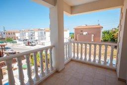 Балкон. Кипр, Ионион - Айя Текла : Очаровательная вилла с видом на Средиземное море, с 2-мя спальнями, с бассейном, солнечной террасой с патио и традиционным кипрским барбекю, расположена в 100 метрах от моря, в тихом жилом районеAyia Thekla