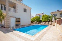 Вид на виллу/дом снаружи. Кипр, Ионион - Айя Текла : Очаровательная вилла с видом на Средиземное море, с 2-мя спальнями, с бассейном, солнечной террасой с патио и традиционным кипрским барбекю, расположена в 100 метрах от моря, в тихом жилом районеAyia Thekla