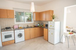 Кипр, Ионион - Айя Текла : Прекрасная вилла с 4-мя спальнями, с бассейном, солнечной террасой с патио и барбекю, расположена в тихом жилом районе Айя-Текла