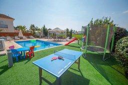 Развлечения и отдых на вилле. Кипр, Ионион - Айя Текла : Прекрасная вилла с 4-мя спальнями, с бассейном, солнечной террасой с патио и барбекю, расположена в тихом жилом районе Айя-Текла