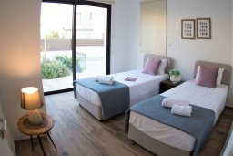 Спальня. Кипр, Ионион - Айя Текла : Роскошная вилла с 3-мя спальнями, с бассейном, солнечной террасой с патио и барбекю, расположена в закрытом жилом комплексе на берегу моря в Ayia Thekla