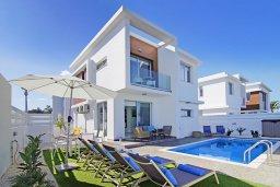 Вид на виллу/дом снаружи. Кипр, Каппарис : Современная вилла с видом на Средиземное море, с 3-мя спальнями, с бассейном, солнечной террасой с патио и барбекю, расположена в 600 метрах от пляжа Armyropigado Beach