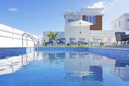 Бассейн. Кипр, Каппарис : Современная вилла с видом на Средиземное море, с 3-мя спальнями, с бассейном, солнечной террасой с патио и барбекю, расположена в 600 метрах от пляжа Armyropigado Beach