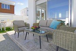 Зона отдыха у бассейна. Кипр, Каппарис : Современная вилла с видом на Средиземное море, с 3-мя спальнями, с бассейном, солнечной террасой с патио и барбекю, расположена в 600 метрах от пляжа Armyropigado Beach