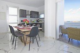 Обеденная зона. Кипр, Каппарис : Современная вилла с видом на Средиземное море, с 3-мя спальнями, с бассейном, солнечной террасой с патио и барбекю, расположена в 600 метрах от пляжа Armyropigado Beach