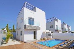 Вид на виллу/дом снаружи. Кипр, Нисси Бич : Потрясающая вилла с 3-мя спальнями, с бассейном, солнечной террасой на крыше и барбекю, расположена в 500 метрах от пляжа Sandy Bay Beach