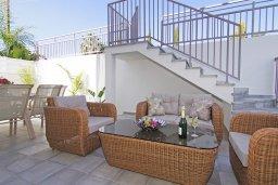 Терраса. Кипр, Нисси Бич : Потрясающая вилла с 3-мя спальнями, с бассейном, солнечной террасой на крыше и барбекю, расположена в 500 метрах от пляжа Sandy Bay Beach