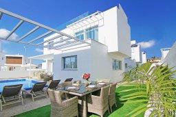 Территория. Кипр, Центр Айя Напы : Современная вилла с видом на Средиземное море, с 3-мя спальнями, с бассейном, патио, барбекю и террасой на крыше с летней кухней