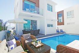 Вид на виллу/дом снаружи. Кипр, Каппарис : Потрясающая вилла с видом на Средиземное море, с 3-мя спальнями, тенистой террасой с патио, lounge-зоной  и барбекю, расположена в 600 метрах от пляжа Armyropigado Beach