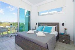 Спальня. Кипр, Каппарис : Потрясающая вилла с видом на Средиземное море, с 3-мя спальнями, тенистой террасой с патио, lounge-зоной  и барбекю, расположена в 600 метрах от пляжа Armyropigado Beach