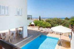 Вид на море. Кипр, Айос Элиас : Очаровательная вилла с видом на Средиземное море, с 2-мя спальнями, с бассейном, джакузи, тенистой террасой с патио и каменным барбекю, расположена в районе Profitis Elias Hill