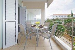 Балкон. Кипр, Каппарис : Комфортабельный апартамент с 2-мя спальнями, гостиной и просторный балконом, расположен в знаменитом районе Каппарис, в 500 метрах от пляжа Malama beach