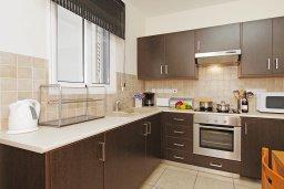 Кухня. Кипр, Каппарис : Комфортабельный апартамент с 2-мя спальнями, гостиной и просторный балконом, расположен в знаменитом районе Каппарис, в 500 метрах от пляжа Malama beach