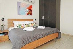 Спальня. Кипр, Каппарис : Комфортабельный апартамент с 2-мя спальнями, гостиной и просторный балконом, расположен в знаменитом районе Каппарис, в 500 метрах от пляжа Malama beach