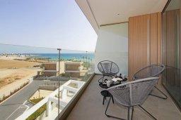 Балкон. Кипр, Ионион - Айя Текла : Шикарный апартамент с панорамным видом на Средиземное море, с 3-мя спальнями, расположен в 100 метрах от песчаного пляжа Ayia Thekla Golden Sandy Beach