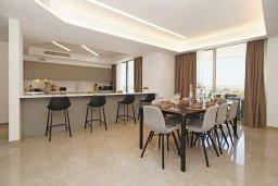 Обеденная зона. Кипр, Ионион - Айя Текла : Шикарный апартамент с панорамным видом на Средиземное море, с 3-мя спальнями, расположен в 100 метрах от песчаного пляжа Ayia Thekla Golden Sandy Beach