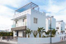Фасад дома. Кипр, Нисси Бич : Удивительная вилла с 3-мя спальнями, с бассейном, солнечной террасой с патио и барбекю, садом на крыше с панорамным видом, расположена в 500 метрах от пляжа Sandy Bay Beach