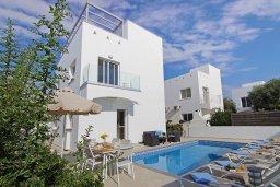 Вид на виллу/дом снаружи. Кипр, Нисси Бич : Прекрасная вилла с 3-мя спальнями, с бассейном, солнечной террасой с патио и барбекю, садом на крыше с панорамным видом, расположена в 500 метрах от пляжа Sandy Bay Beach